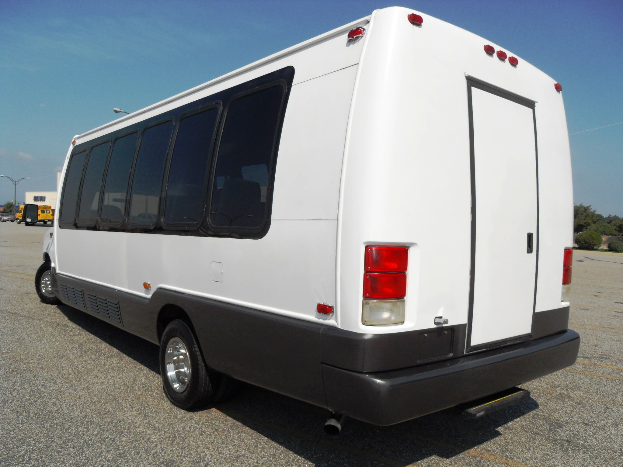 2005 Ford E-450 Krystal Bus For Sale
