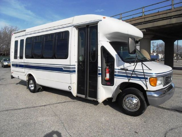 2005 Ford E-450 Startrans Bus For Sale