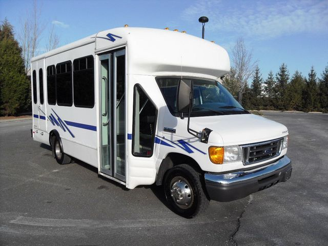 2006 Ford E-350 Starcraft Bus For Sale